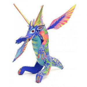 Dragón alado sentado azul