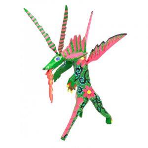 Dragón alado de pie