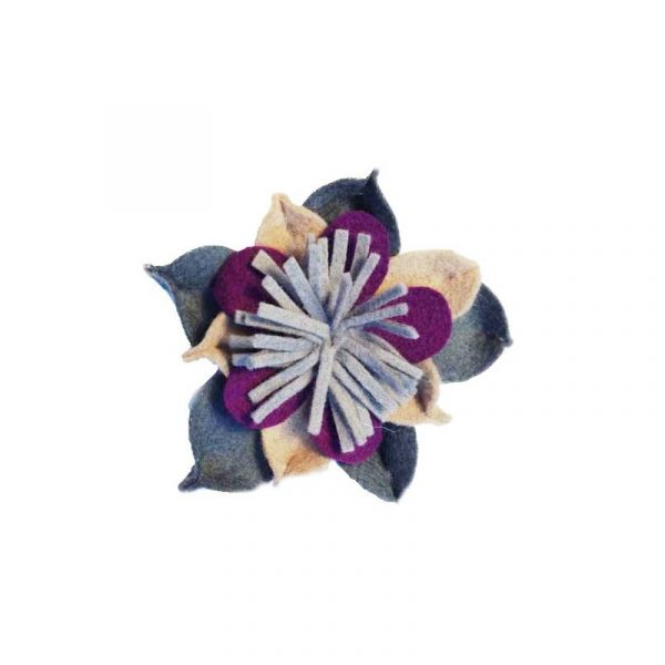 Broches de flores de fieltro granate