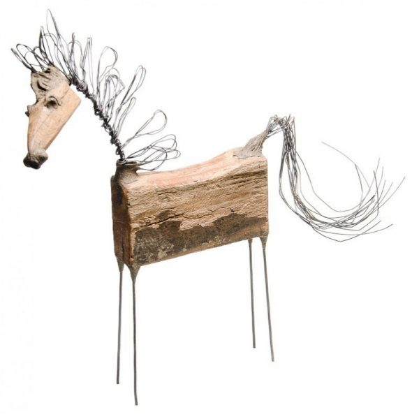 Escultura caballo erguido